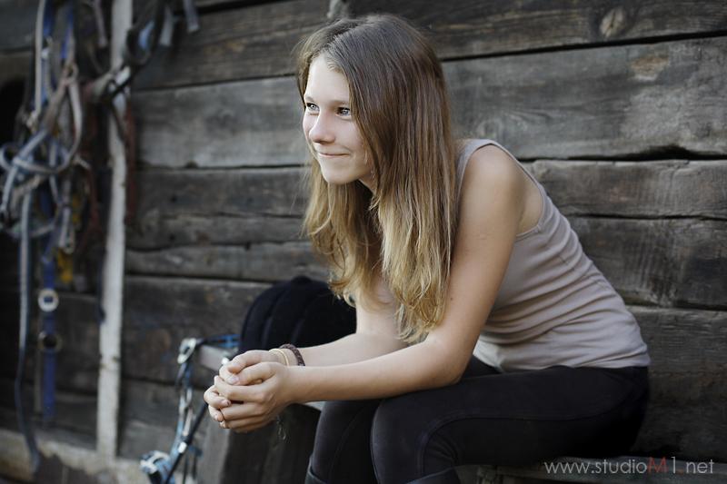 Studio M1; sesja nastolatki w stadninie koni Wrocław