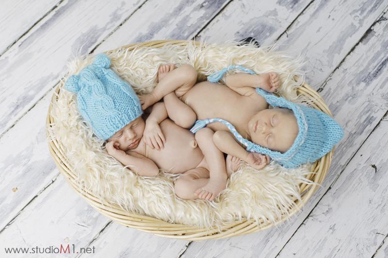 Studio M1; sesja zdjęciowa bliźniaków noworodków