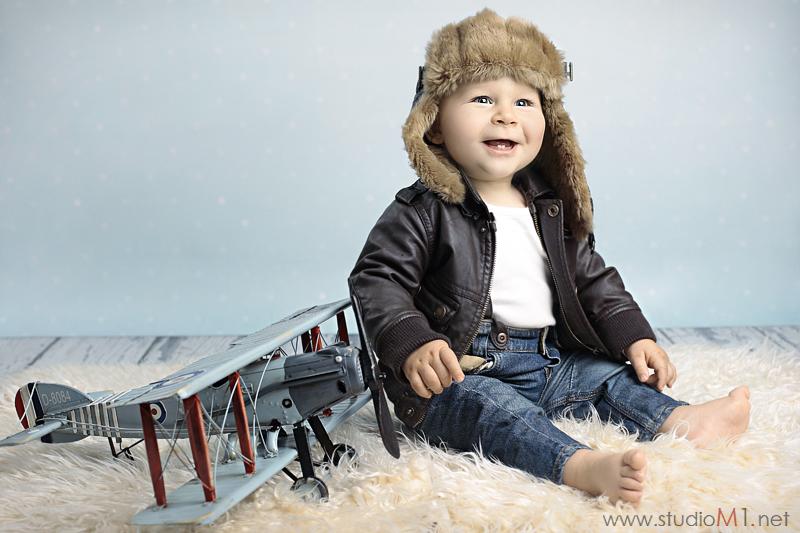 Studio M1; fotografia dziecięca samolot, pilot