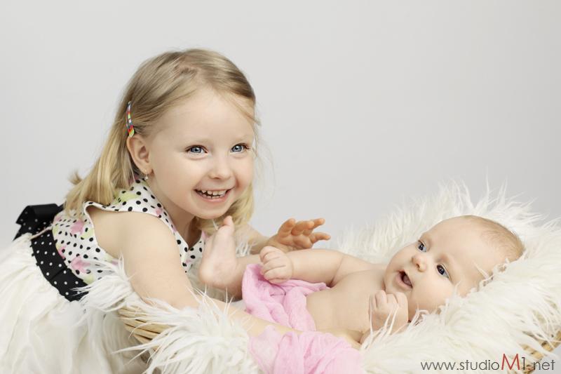 Studio M1; fotografia dziecięca rodzeństwo siostry