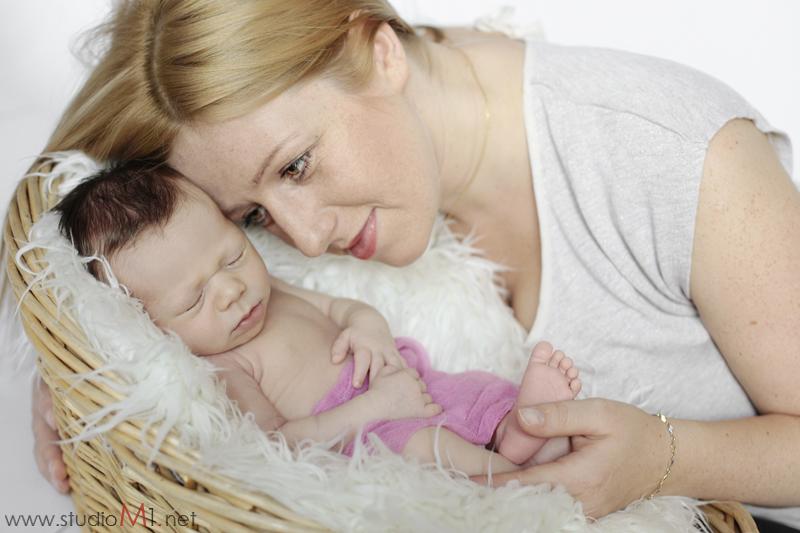 Studio M1; fotografia noworodkowa dziecko i mama